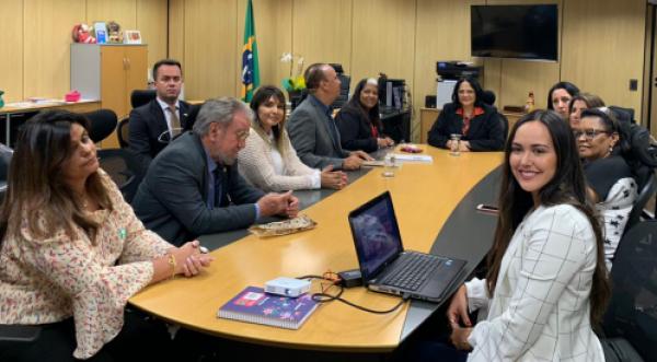 REUNIÃO COM A MINISTRA DAMARES ALVES