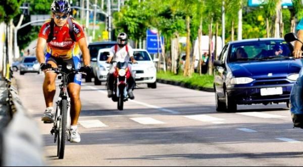 Aos ciclistas, com cuidado