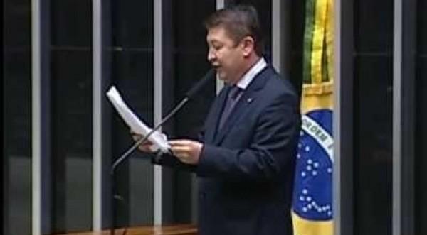 Deputado Federal Pr. Jefferson Campos discursa sobre o alcoolismo nos esportes e a tv brasileira