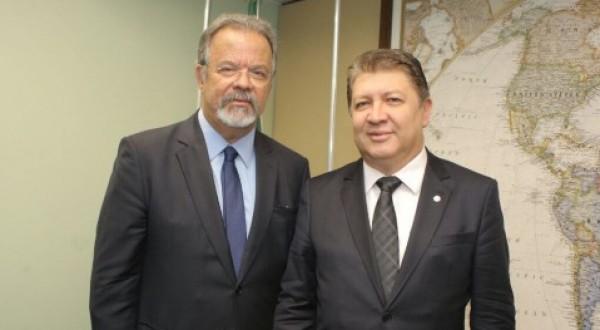 DEPUTADO JEFFERSON CAMPOS PARTICIPA DE ENCONTRO COM MINISTRO DA DEFESA EM BRASÍLIA