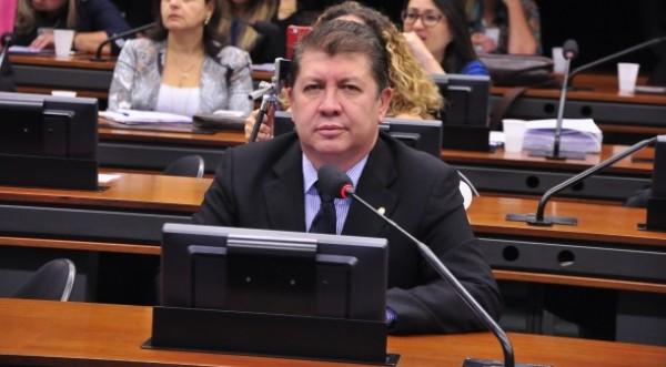 DEPUTADO JEFFERSON CAMPOS LUTA CONTRA O ABORTO EM COMISSÃO DA CÂMARA FEDERAL.