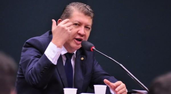 DEPUTADO PARTICIPA DE DEBATE DE AÇÕES PARA COMBATER E PREVENIR A DOENÇA RENAL